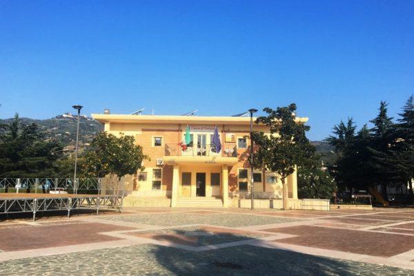 Монтепаоне - город в Калабрии
