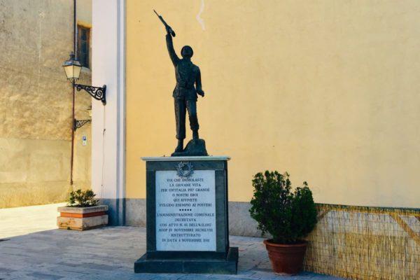 Monument al caduti della prima e della seconda guerra mondiale